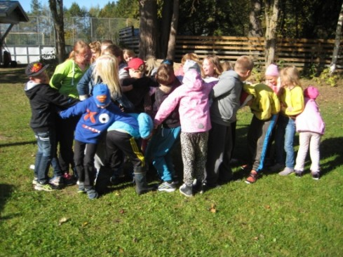 Lähes kaikki koulun oppilaat tekivät Solmun.