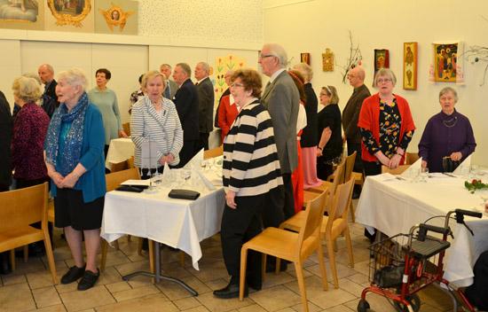 Juhla päätettiin yhteisesti Karjalaisten lauluun.