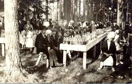 Tehtaan 75-vuotisjuhla Värtsilässä (kuva: Lempi Lievonen).