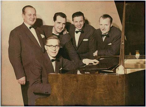 Leo Siintojoen yhtye. Pianon ääressä Tarmo Huovinen. Kuva lienee Tarmon opiskeluajalta Lahdessa.