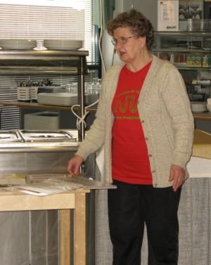 Nivelyhdistyksen vertaisohjaaja Aino Lehtonen kertoo yhdityksen toiminnasta.