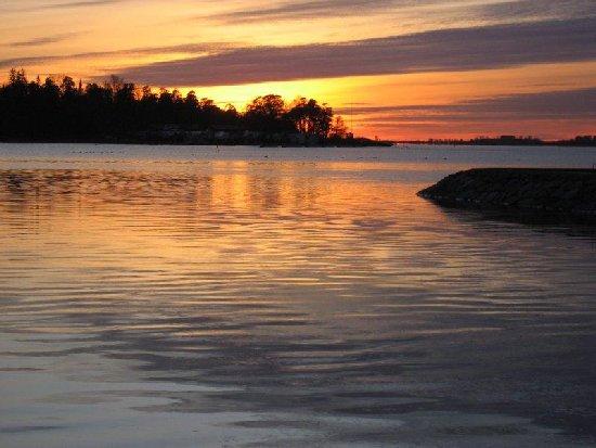 Meri auringon laskun jälkeen.