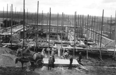 Kansantalon rakennus v. 1935. Kuva Hilkka Partanen.