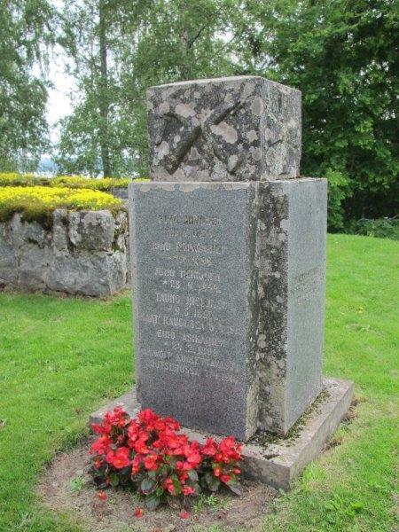 Pälkjärveläisten vapaussodassa kaatuneiden muistomerkki vuonna 2012. Kuva Lissu Kaivolehto.