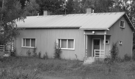kuvassa kahdenperheen asuinrakennus Kaustajärven vartioasemalla. Kuva: O. Pakarinen.