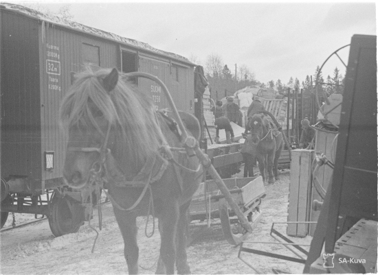 Evakuointia Värtsilän asemalla 1940. Kuva: SA-kuva