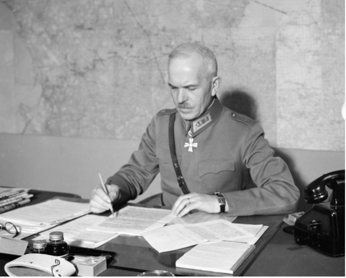 Olemme nostaneet näyttelyssä esille myös Tohmajärvellä lapsuutensa viettäneen kenraaliluutnantti Karl Lennart Oechin elämää ja arvostetun Mannerheimin työmyyrän huikean sotilasuran. Kuva: SA-kuva.