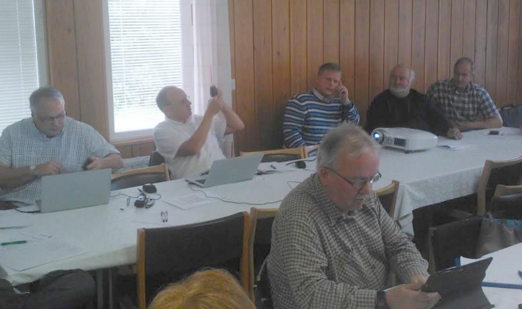 Kunnan terävin virkamiesjohto vastasi seminaarin dokumentoinnista. Kunnanjohtaja Riikonen kuvaa ja hallintojohtaja Ikonen kirjoittaa.