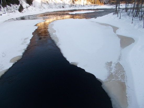 Jääkahle valtaa talven myötä myös Patsolankoskea