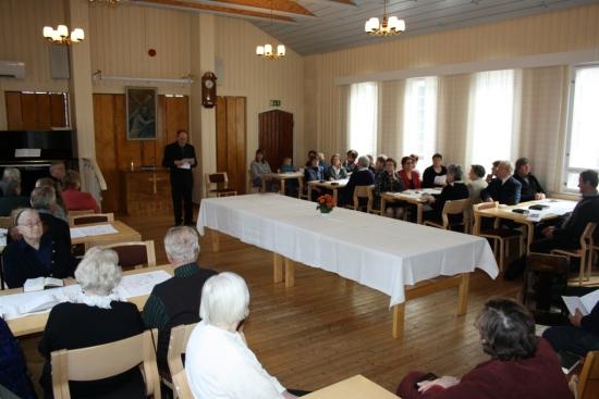 Rovasti Erkki Lintunen toivotti Lemiläiset vieraat lämpimästi tervetulleeksi.