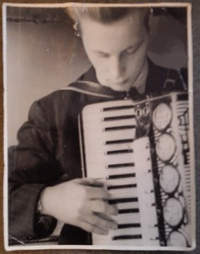 Harmonikka oli tullut tutuksi jo nuorella iällä.