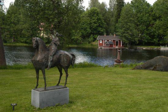 Taidekeskus Salmelan miljöitä ja Nina Ternon taidetta