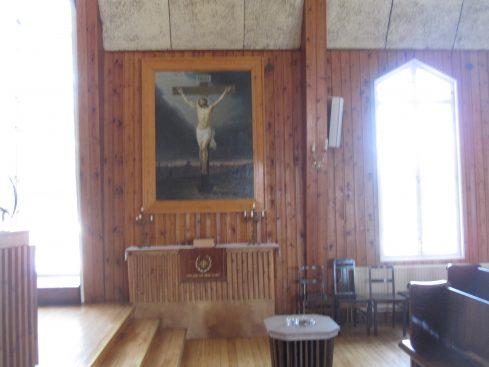 Sivualttari ja sen yllä Kristiina Varosen lahjoittama alttaritaulu
